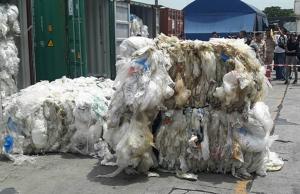 """ขยะ """"พลาสติก"""" ไหลบ่าเข้าไทย วาระเร่งด่วน """"รัฐบาลลุงตู่"""""""