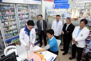 รพ.พระนั่งเกล้า เริ่มรับยาผ่านร้านขายยาวันแรก สปสช.เผยทั่วประเทศผู้ป่วยเข้าร่วมแล้ว 4 หมื่นคน