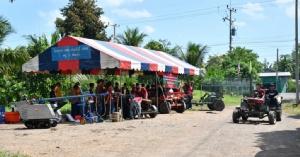 นศ.วิศวเกษตร มทร.ธัญบุรี บริการถ่ายน้ำมันเครื่องยนต์เกษตร