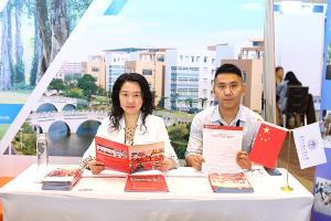 iGET พาม.จีน ร่วมคัดทุนนักศึกษาไทย พร้อมแนะนำหลักสูตรหลากหลาย ตอบโจทย์การทำงานหลังจบ และโปรแกรมปรับพื้นความรู้ ช่วยนักศึกษาไทยเตรียมความพร้อมก่อนเข้า ม.จีน