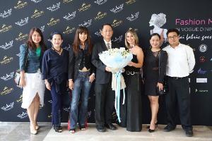 """""""ไดกิ้น"""" สนับสนุนผ้าไทยผ่านงานโชว์แฟชั่นผ้าท้องถิ่นบนเกาะสมุย Fashion Mania: In Vogue Dining เพื่อส่งเสริมการท่องเที่ยวและเพิ่มรายได้ให้ผ้าไทย"""
