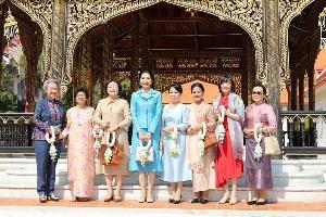 ภริยานายกฯ นำคณะคู่สมรสผู้นำ 8 ประเทศ เยี่ยมชมพิพิธภัณฑสถานฯ-วังบางขุนพรหม