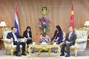 """""""ชวน"""" นำรัฐสภาไทยต้อนรับนายกฯ จีน ชื่นมื่น ด้านผู้นำจีนหยอดสองประเทศไว้เนื้อเชื่อใจกัน"""