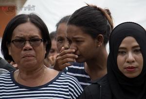 ลูกสาวผู้เสียชีวิตเผยทั้งน้ำตา สูญเสียพ่อกับแม่ไปพร้อมกันจากเหตุยิงถล่มป้อม ชรบ.ลำพะยา