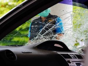 ตร.ยึดรถเก๋งที่คนร้ายใช้ก่อเหตุยิงถล่มผู้ช่วย ส.ส.พัทลุงดับ นำตัวผู้ต้องหาทำแผน