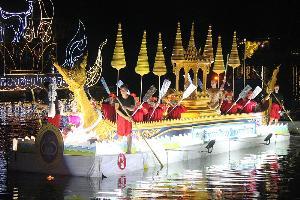 """งดงามตระการตา เหนือน่านน้ำลำปางกับงาน """"ล่องสะเปาจาวละกอน"""" หนึ่งเดียวในไทย"""