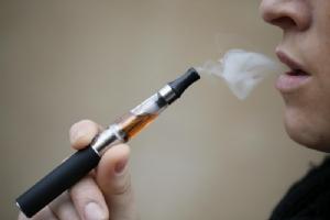 สหรัฐฯ เผย 'วิตามินอีอะซิเตท' ในบุหรี่ไฟฟ้าอาจเป็นสาเหตุ 'โรคปอด' ที่คร่าชีวิตแล้ว 39 ศพ