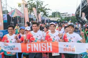 รมช.สาธิตโชว์ฟิตวิ่ง 10 กม. ThaiHealthDayRun สะพานพระราม 8 เผยคนไทยกิจกรรมทางกายเพิ่ม