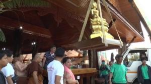พระพุทธรูปทำจากทองคำแท้น้ำหนักกว่า 760 กิโลกรัม มูลค่ากว่า 700 ล้านบาท มีญาติธรรมชาว สปป.ลาวนำมาถวายแด่วัดป่าวังน้ำเย็น อ.เมือง จ.มหาสารคาม