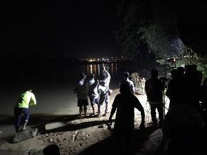 ลอยกระทงระทึก! ชาวคลองขลุง 5 ชีวิตลงน้ำปิงทดสอบกระทงสาย เรือล่มจมข้ามคืน 1 หนีขึ้นฝั่งได้ 4