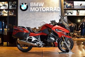R 1250 RT Sport ใหม่ สีแดง Mars red metallic/Dark slate metallic matt ราคา 1,375,000 บาท