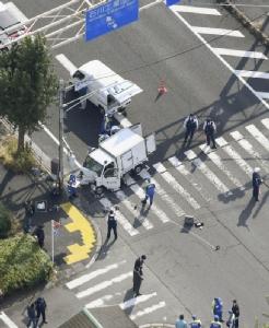 รถบรรทุกชนกลุ่มเด็กอนุบาลที่กำลังข้ามถนนในญี่ปุ่น บาดเจ็บ 6 ราย