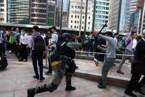 """นักศึกษาจีนเผ่นหนีฮ่องกง เซินเจิ้นเปิด """"ศูนย์อพยพ"""" ฯ"""