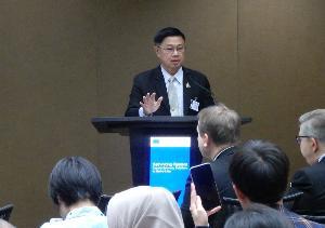 นายประลอง ดำรงค์ไทย อธิบดีกรมควบคุมมลพิษ ผู้แทนจากประเทศไทย การกล่าวถึงความร่วมมือในโครงการส่งเสริมการใช้เศรษฐกิจหมุนเวียนเพื่อจัดการปัญหาขยะทะเล