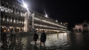 InPics: เวนิสสาหัส!จมใต้บาดาลอีกวันหลังน้ำขึ้นสูงสุดที่2ในประวัติศาสตร์ เชื่อผลกระทบโลกร้อน