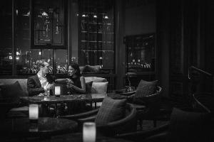 """ดื่มด่ำ """"เจมสัน แบล็ก บาร์เรล"""" พร้อมบริการโกนหนวดสุดเก๋ ณ เอบาร์ โรงแรมแบงค็อก แมริออท มาร์คีส์ ควีนส์ปาร์ค"""