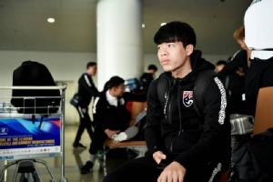 แฟนแห่รับช้างศึก แน่นสนามบินฮานอย