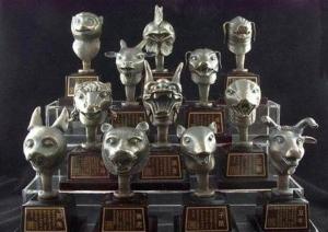 ภาพแบบจำลองประติมากรรมรูปหัวสัตว์ทั้งสิบสองของนาฬิกาพ่นน้ำ 12 นักษัตรแห่งวังหยวนหมิงหยวน (ภาพ ซีน่า)