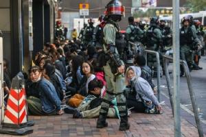 In Clip : ตำรวจฮ่องกงตรึงกำลังปิดล้อมผู้ประท้วงใน ม.โพลีเทคนิค-ขู่ใช้กระสุนจริง ด้านสหรัฐฯ วอนทุกฝ่าย 'หยุดใช้กำลัง'