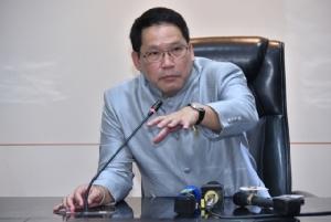 """""""รมว.คลัง"""" ยอมรับเศรษฐกิจไทยปีนี้เติบโตต่ำกว่าเป้า"""