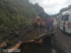 รถบรรทุกน้ำทหารอากาศคว่ำกลางดอยอินทนนท์ ตาย 2 เจ็บ 2
