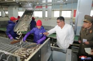 เมินคว่ำบาตร! 'ผู้นำคิม' เยี่ยมโรงงานอาหารทะเล เน้นสร้างเศรษฐกิจ 'พึ่งตนเอง'