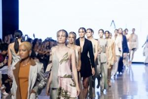แบรนด์ไทย SALISA บนเวทีระดับโลก LA Fashion Week