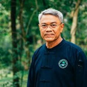 ดร.วิวัฒน์ ศัลยกำธร หรืออาจารย์ยักษ์ ประธานมูลนิธิกสิกรรมธรรมชาติ ประธานที่ปรึกษาธรรรมธุรกิจ