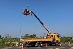 ป้าเจ้าของนาข้าวร่ำไห้! วอนรัฐช่วยเหลือ ทางหลวงบุรีรัมย์รื้อเกลี้ยงถุงปุ๋ยปิดคลุมหลอดไฟฟ้าริมถนน