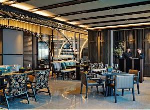 ค่ำคืนแห่งแสงสี โดยแม็กกี้ ชูส์ ณ เอบาร์ โรงแรมแบงค็อก แมริออท มาร์คีส์ ควีนส์ปาร์ค