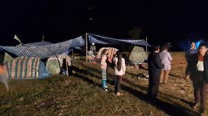 ชาวเมืองหงสาผวาแผ่นดินไหว-อาฟเตอร์ช็อกถี่ยิบจนถึงวันนี้ แห่กางเต็นท์นอนกลางสนามทั้งคืน