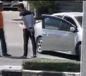 ตั้งข้อหาหนุ่มหัวร้อนใช้ปืนขู่โชเฟอร์รถตู้กลางเมืองพัทยา ข่มขู่ พกพาอาวุธปืนแม้แค่บีบีกัน