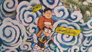 """ฮือฮา! ภาพ """"ลุงตู่ถือหอกเหยียบจมูกยักษ์-โดราเอมอนโต้คลื่น"""" เต็มผนังโบสถ์วัดดังสุโขทัย"""