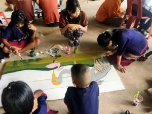 สถาปัตย์ มข.ฝึก นศ.เรียนรู้ทำงานเพื่อชุมชน ทำป้ายช่วยหมู่บ้าน OTOP นวัตวิถีที่บุรีรัมย์
