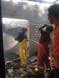 ไฟไหม้บ้านไม้ในชุมชนบางกระเบาวอดทั้งหลัง