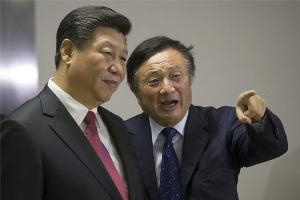 (คนขวา) เหริน เจิ้งเฟย (Ren Zhengfei) ซีอีโอและผู้ก่อตั้งหัวเว่ย (Huawei)