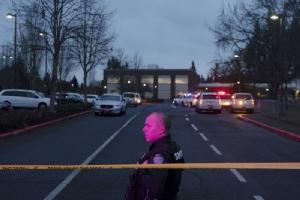 ระทึก! คนร้ายบุกยิงเหยื่อกลางลานจอดรถ 'ร.ร.ประถม' ในสหรัฐฯ ก่อน 'ระเบิดสมอง' ตัวเอง