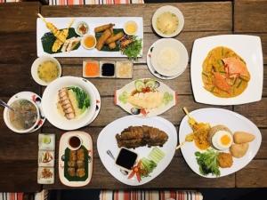 """อยากกิน street food ทั่วเอเชีย ต้องมาที่นี่ """"Red Chopsticks"""" สาขาเซ็นทรัลป่าตอง มีทุกอย่างให้รับประทาน"""