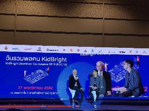 ดร.ยืน ภู่วรวรรณ (ซ้าย) เสวนาเรื่อง Empowered coding with AI ร่วมกับ ดร.ชัย วุฒิวิวัฒน์ชัย ผู้อำนวยการ เนคเทค