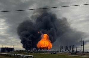 In Clip: โรงงานสารเคมีระเบิดใน 'เทกซัส' เจ็บ 3 ราย อพยพคนครึ่งแสน