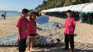 ทม.แสนสุข ทำถังขยะตาข่ายโลมาวางทั่วหาดบางแสน สร้างแรงจูงใจทิ้งขยะพลาสติกถูกที่