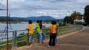 โขงเจียมคึกคัก! นักท่องเที่ยวแห่ชมปรากฏการณ์แม่น้ำโขงสีคราม