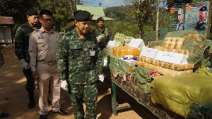 เผยคาราวานติดอาวุธขนยานรกว้าเข้าชายแดนเชียงใหม่ เบ็ดเสร็จเจอยาบ้าเกือบ 3 ล้าน-ไอซ์ 80 กิโลฯ