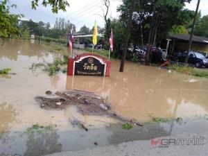 น้ำหลากท่วมพื้นที่ อ.ควนขนุน จ.พัทลุง ชาวบ้านต้องเร่งขนย้ายสิ่งของหนีน้ำ
