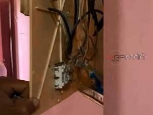 บุกจับสาวใหญ่เอเยนต์ค้ายาบ้านพรุ พบใช้วิธีซุกยาบ้า-ไอซ์ไว้ในแผงวงจรไฟฟ้า