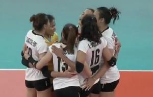 """ลูกยางสาวไทยลุ้นหนักกว่าจะชนะ """"ปินส์"""" 3-0"""