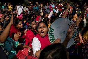 In Clip: ตำรวจอินเดียวิสามัญ 4 ผู้ต้องสงสัยคดีแก๊งข่มขืนสัตวแพทย์สาวไฮเดอราบาด