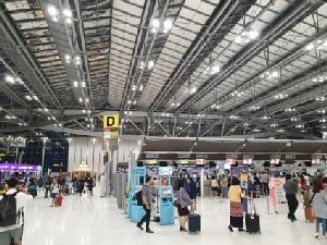 """""""ศักดิ์สยาม""""เล็งแบ่งรายได้ PSC ทอท.เข้ากองทุนฯช่วยพัฒนาสนามบินภูมิภาค -สั่งทย.เร่งหารือกฤษฎีกาตีความ"""