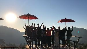 ภูชี้ฟ้ายะเยือกเฉียด 0 องศาฯ นักท่องเที่ยวแห่ท้าลมหนาว-ชมแสงแรกเต็มยอดดอย