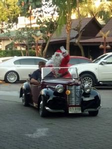 สโมสรโรตารี่พัทยาจัดงาน Pattaya Classic Car โชว์รถโบราณ เพื่อหารายได้นำไปสนับสนุนเด็กด้อยโอกาส
